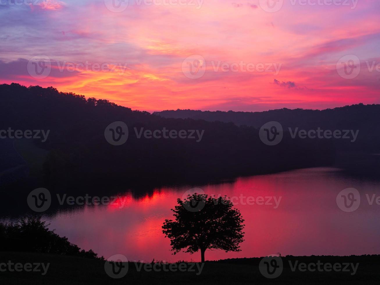 amanecer del lago grayson foto