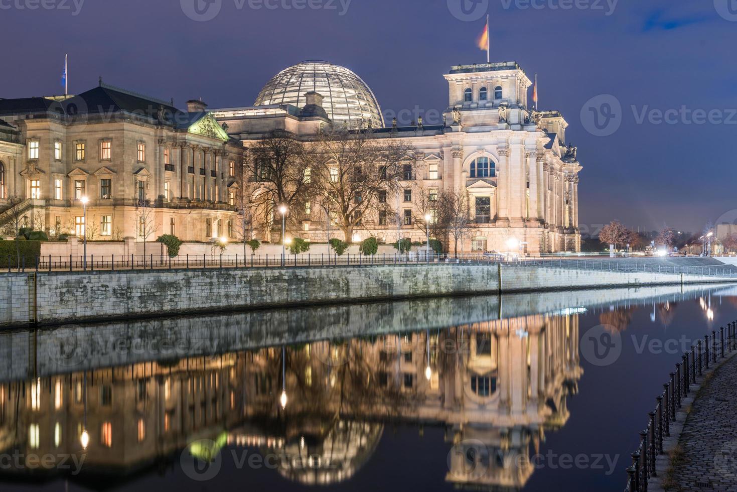 Reichstag de Berlín y Paul-löbe haus foto
