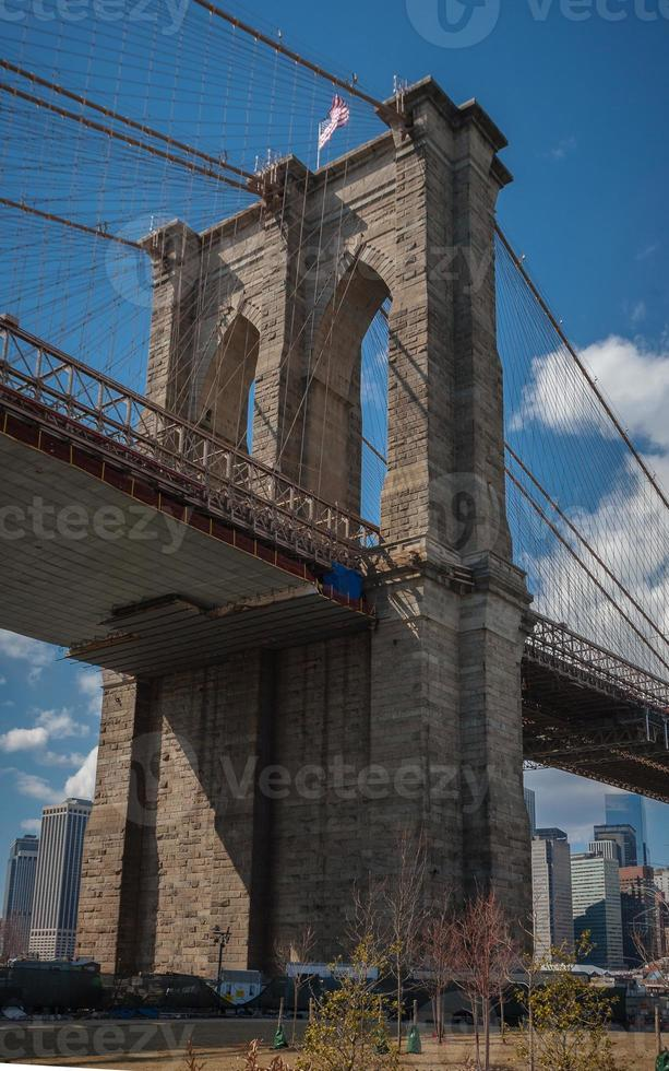 cerca del puente de brooklyn foto