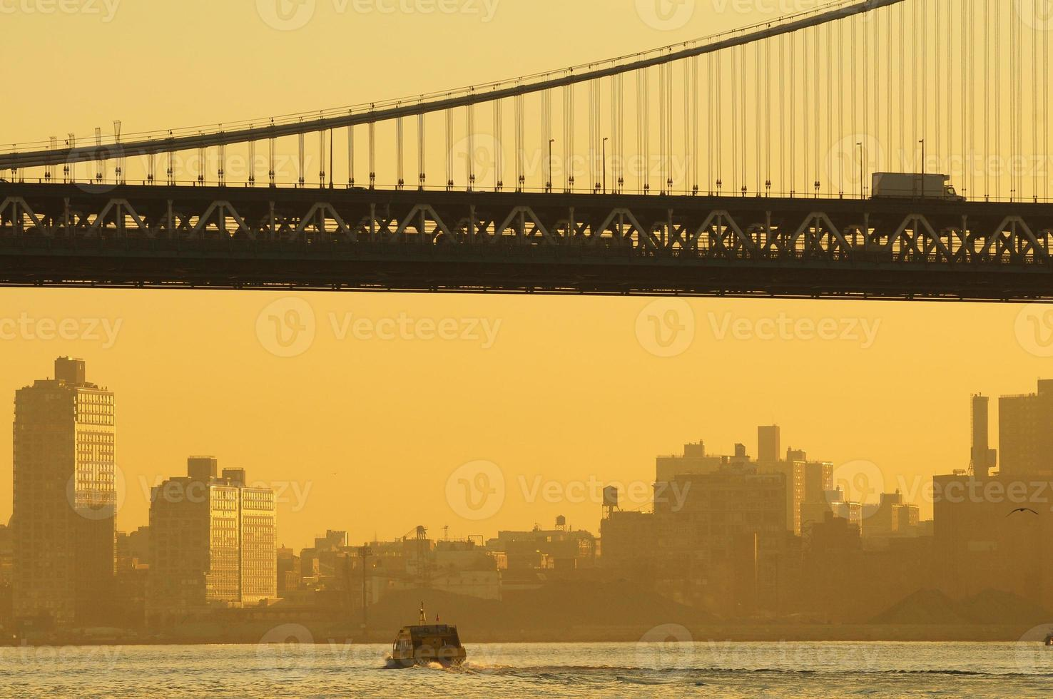 Puente de Brooklyn de cerca. foto