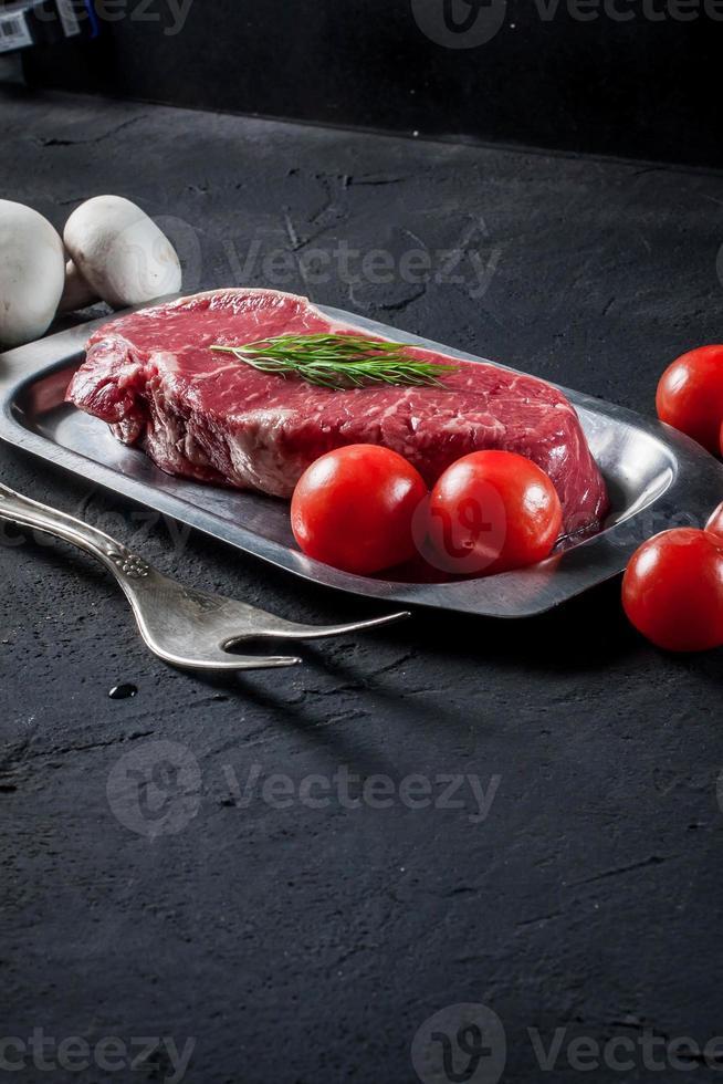 bistec crudo. foto