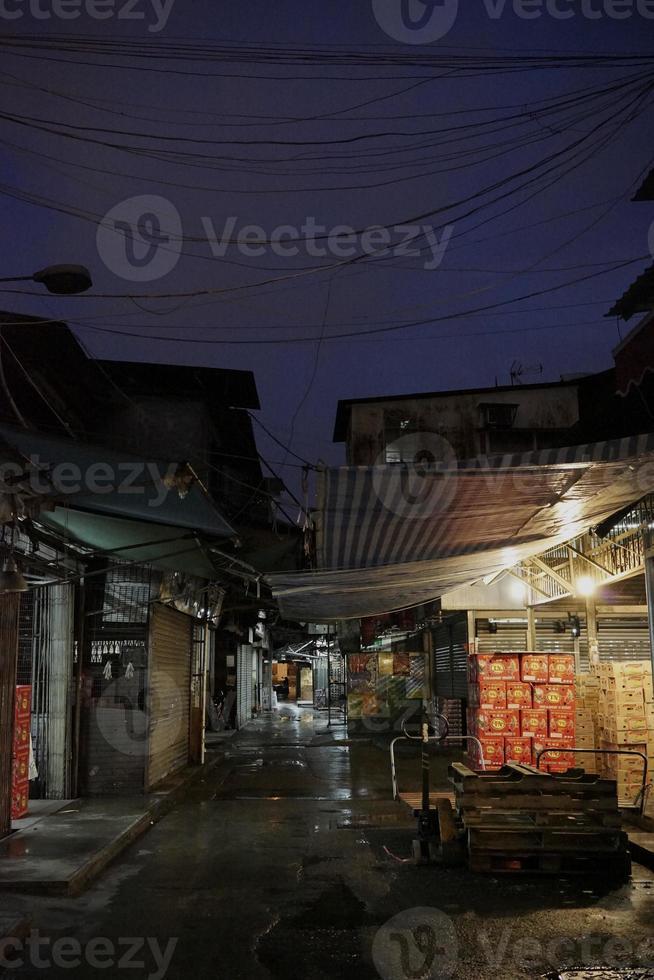 mercado de frutas yau ma tei en la noche foto