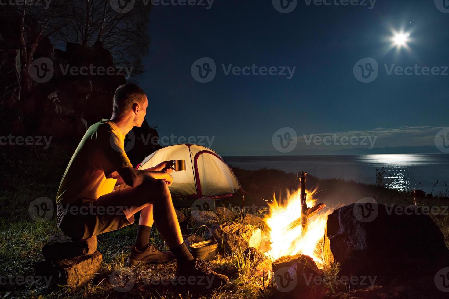 turista en un campamento foto