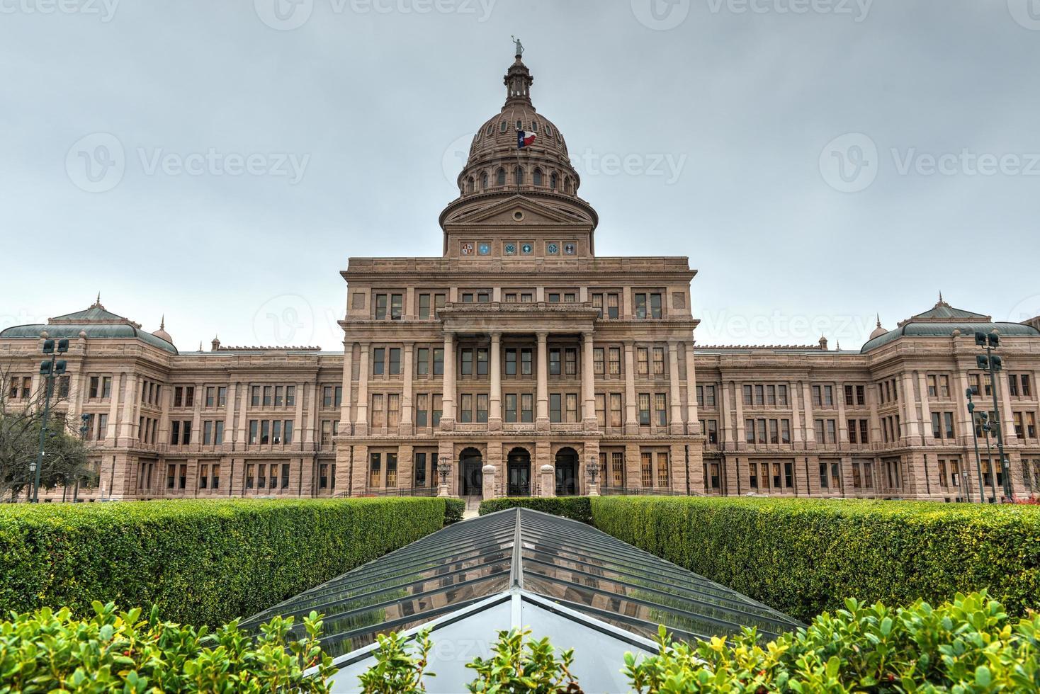 o edifício capitólio do estado do texas foto