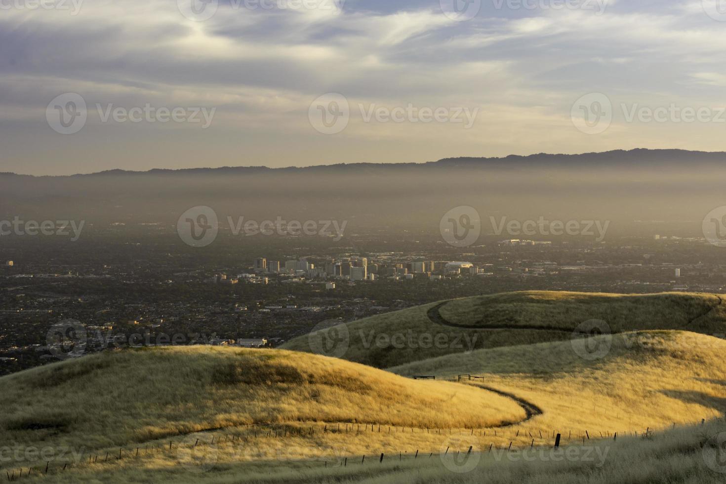 smoggy Sonnenuntergang über San Jose foto
