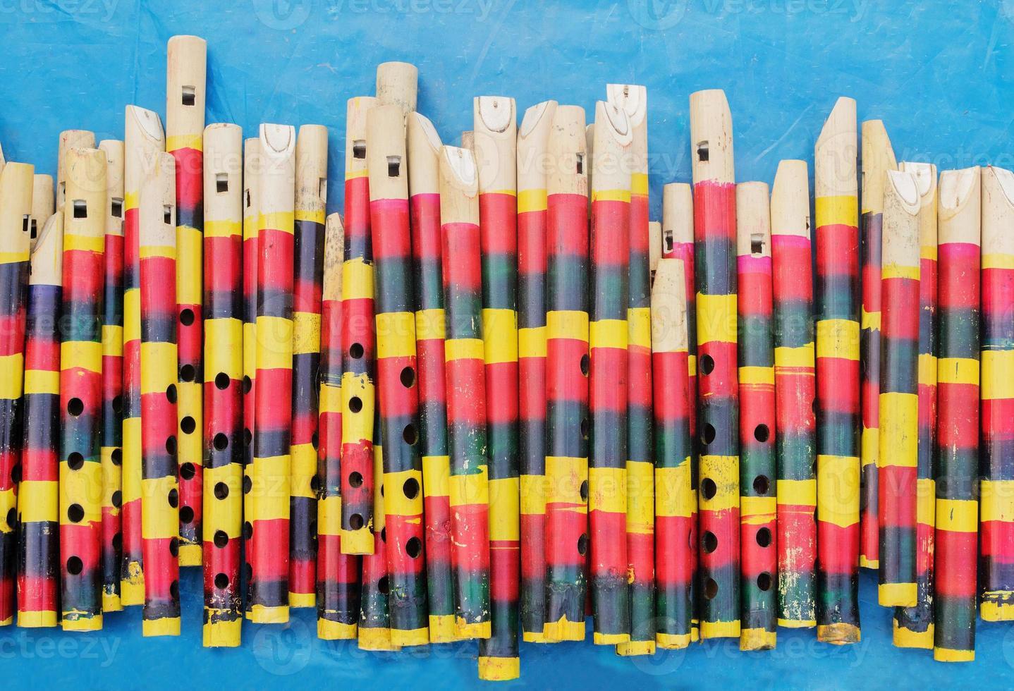 flautas de bambu, feira de artesanato indiano em kolkata foto