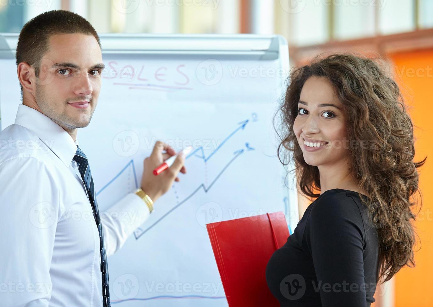 parceiros de negócios discutindo foto