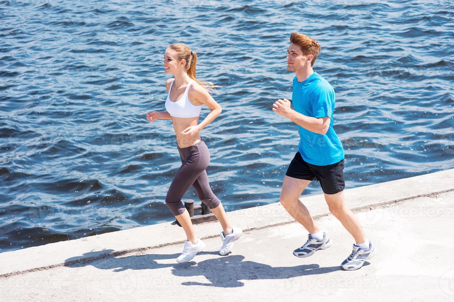 correndo juntos. foto