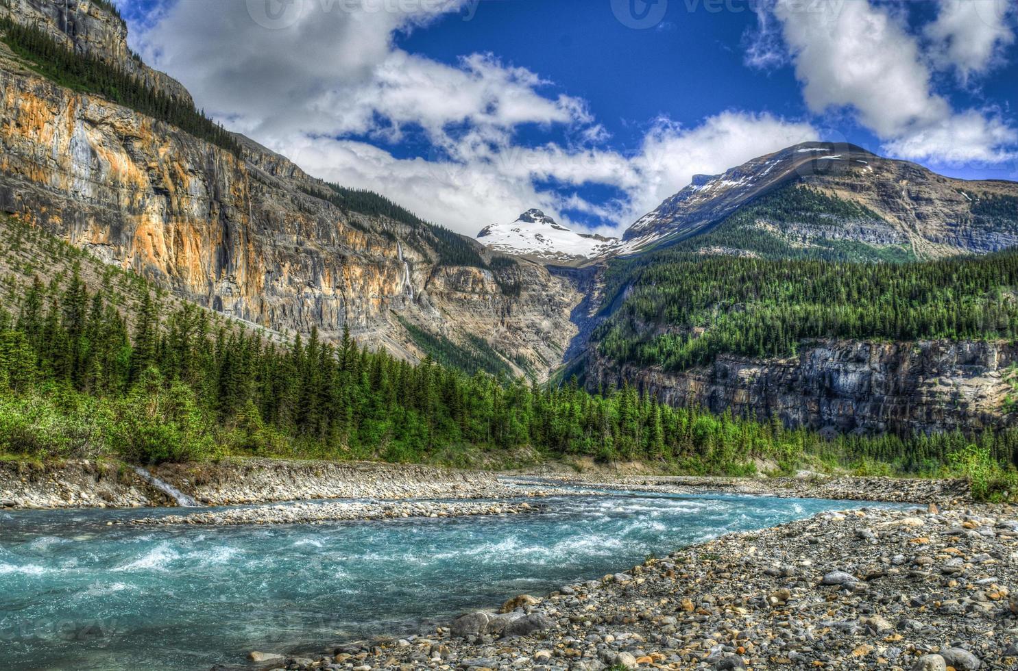 Hiking Berg Lake Trail photo