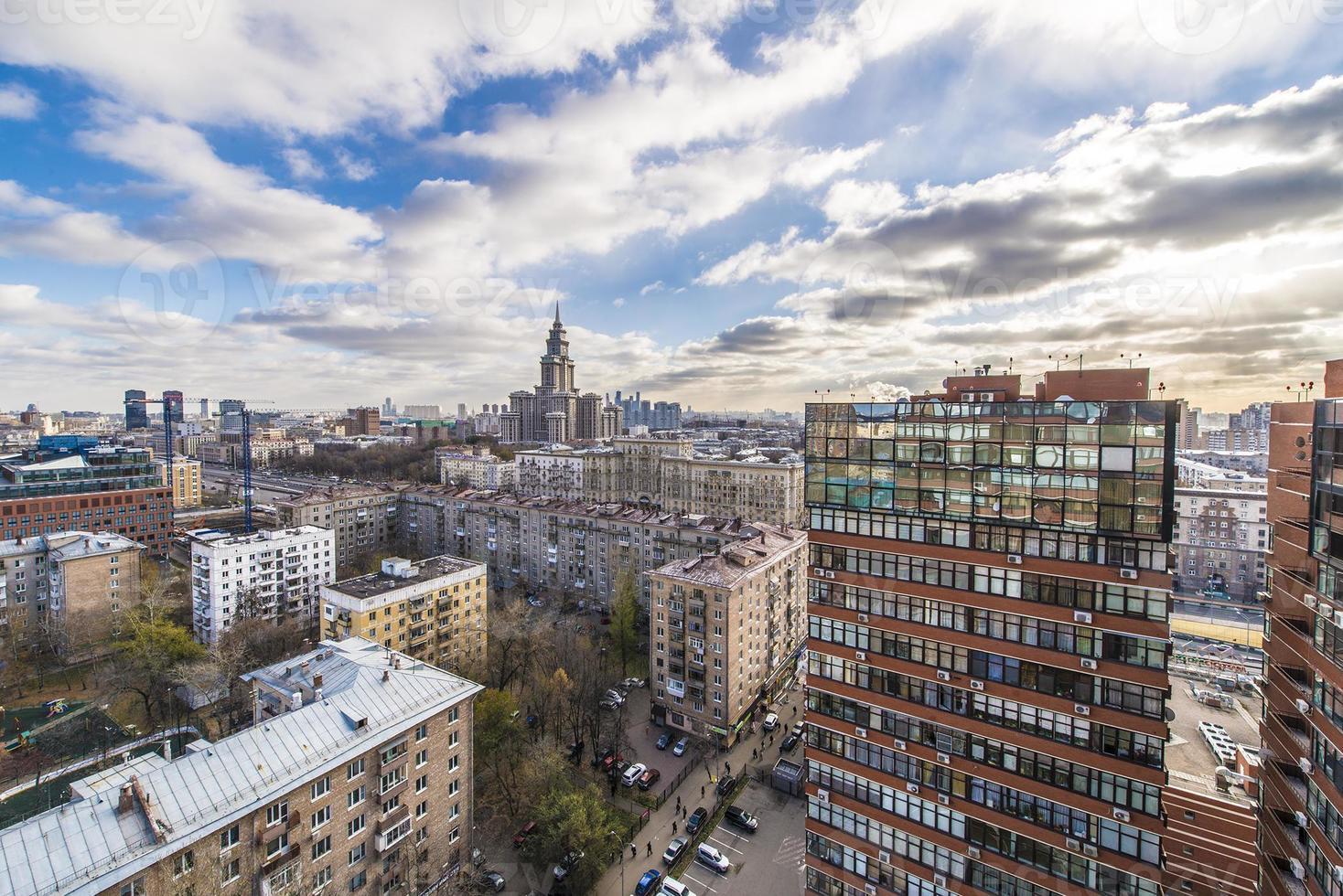 modernos edificios de apartamentos en la vista superior de moscú foto