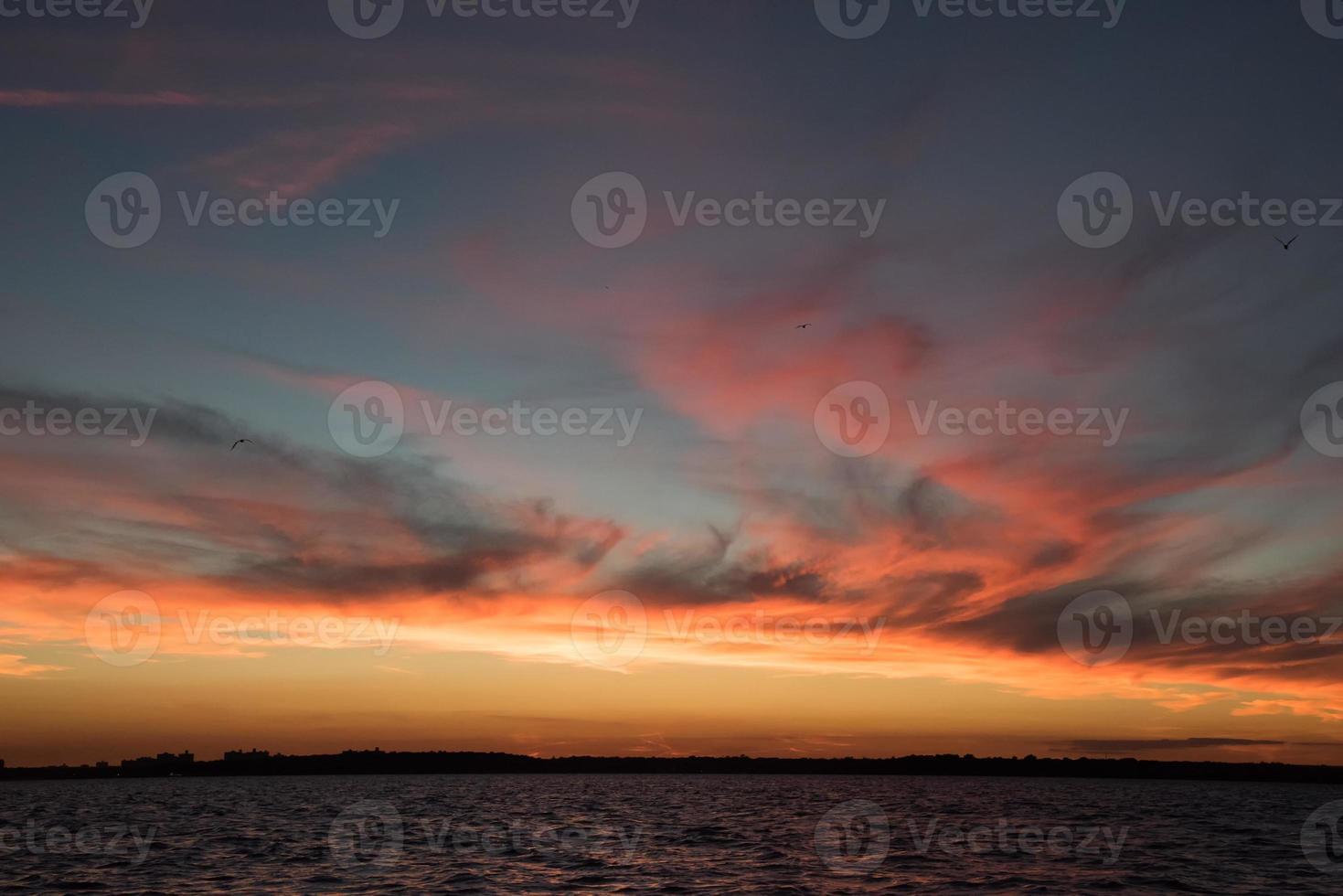 majestuosa puesta de sol foto