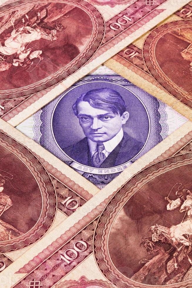 diferentes billetes húngaros foto
