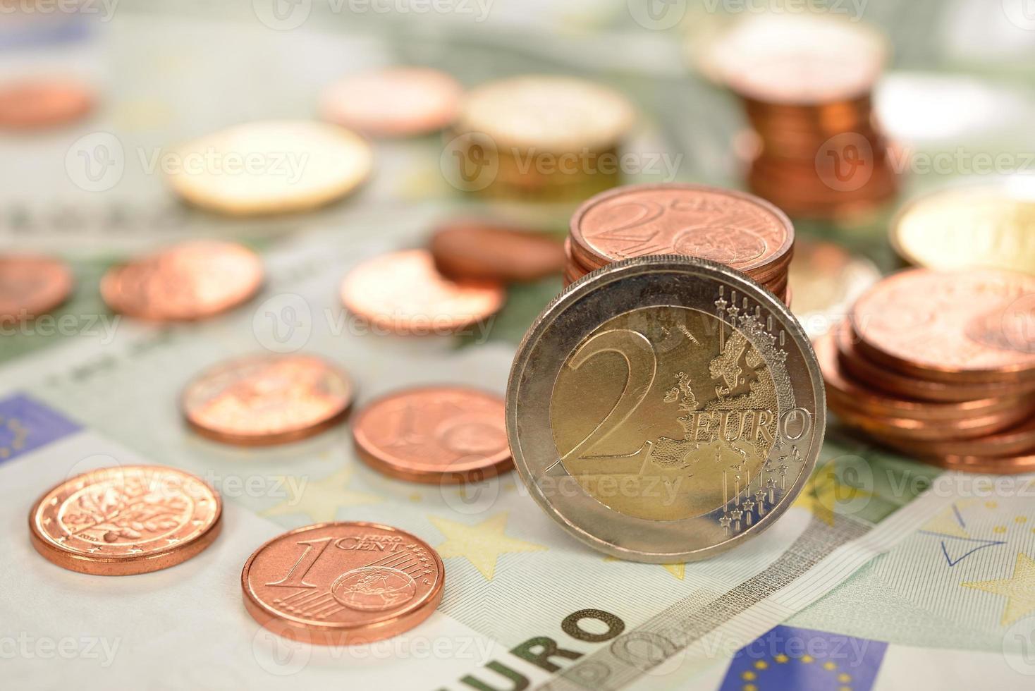varios de monedas y billetes foto