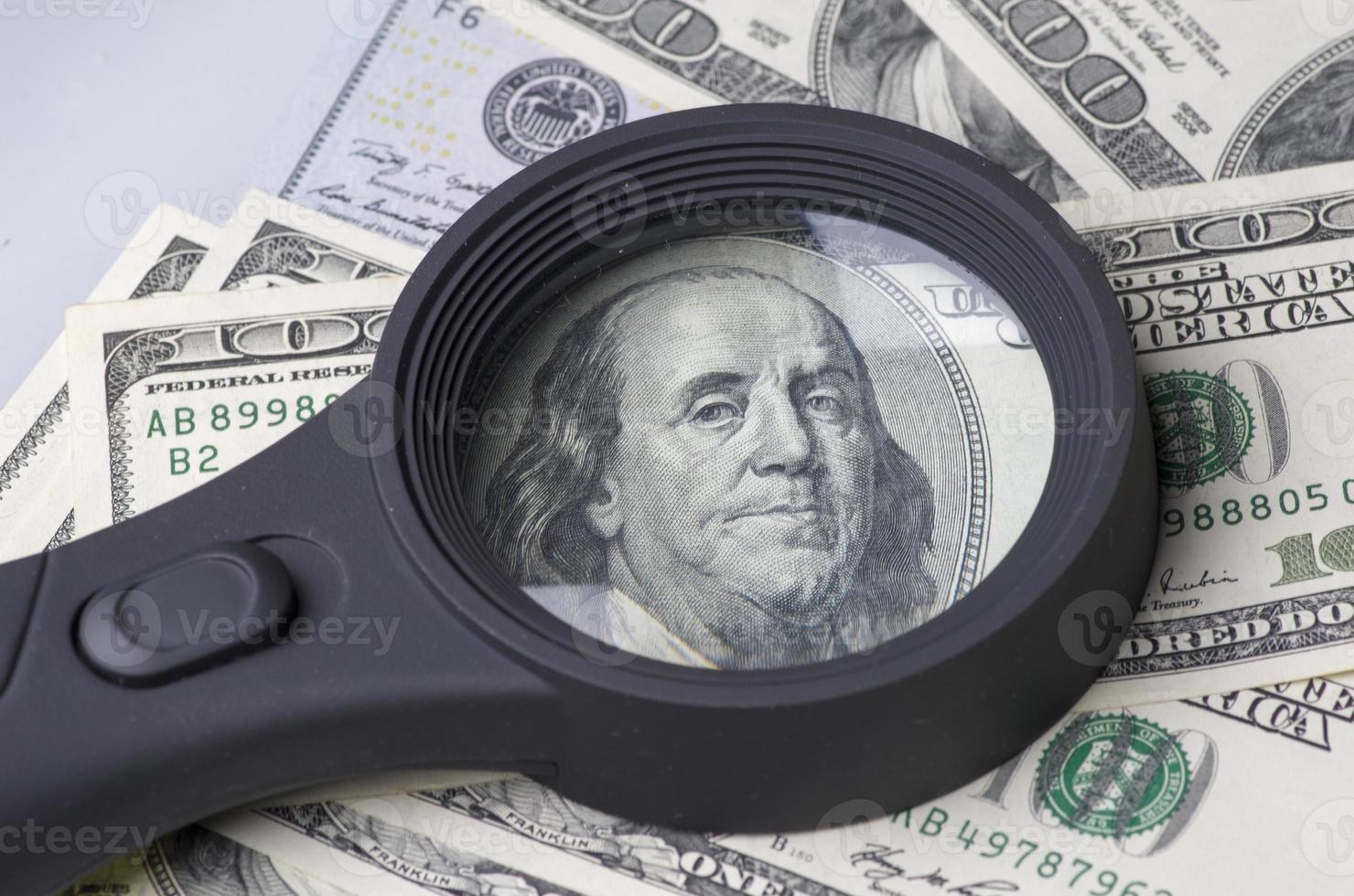 pila de dólares en los estados unidos de américa foto