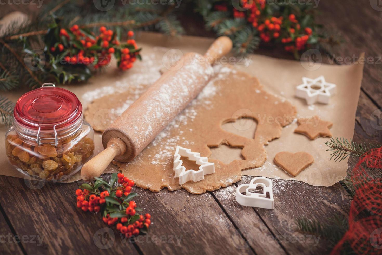 el proceso de hornear galletas caseras foto