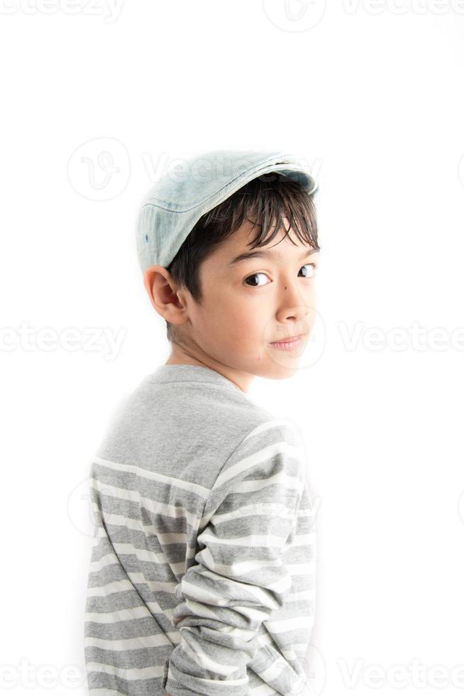 pequeño retrato de chico guapo sobre fondo blanco foto