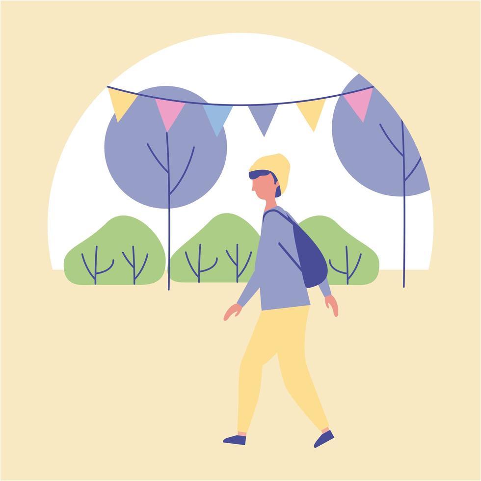 hombre vestido con mochila caminando en el parque vector