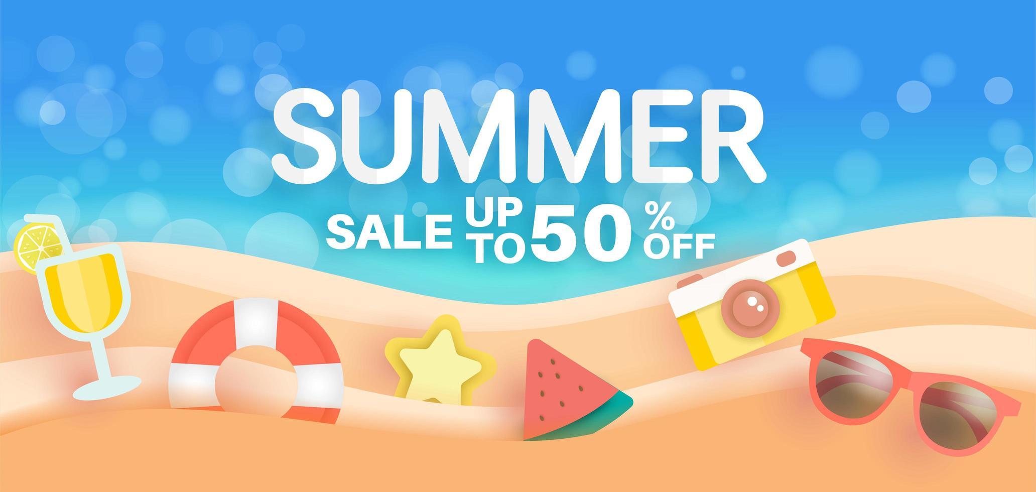 bannière de vente d'été avec des éléments d'été sur la plage vecteur