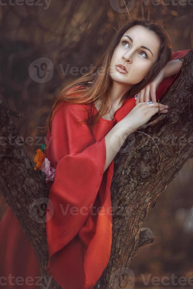 Hermosa chica pensativa. foto