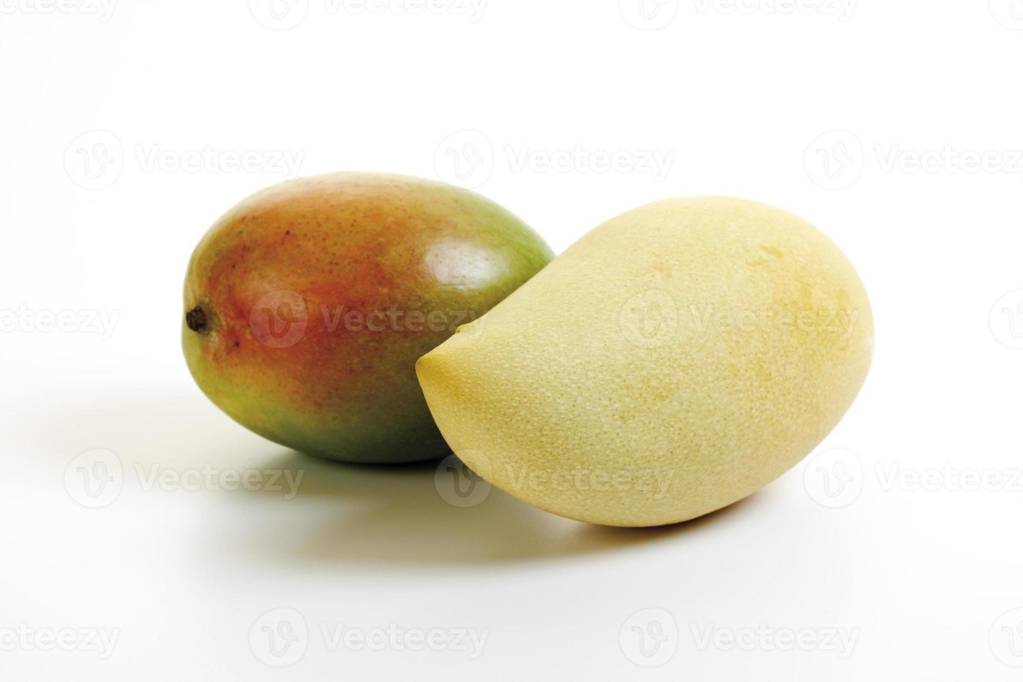 Different mangos, close-up photo
