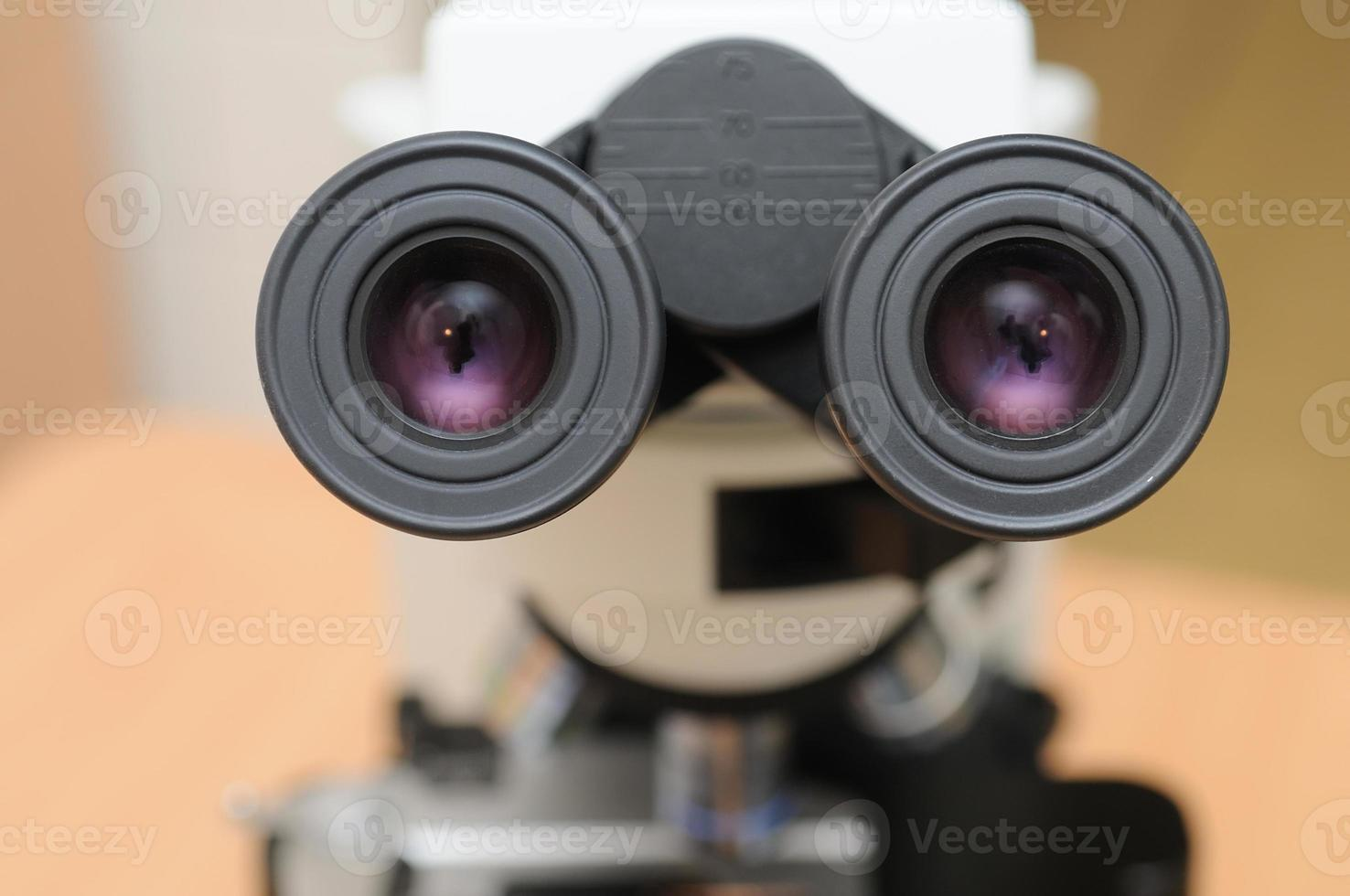 microscopio de medicina de primer plano foto