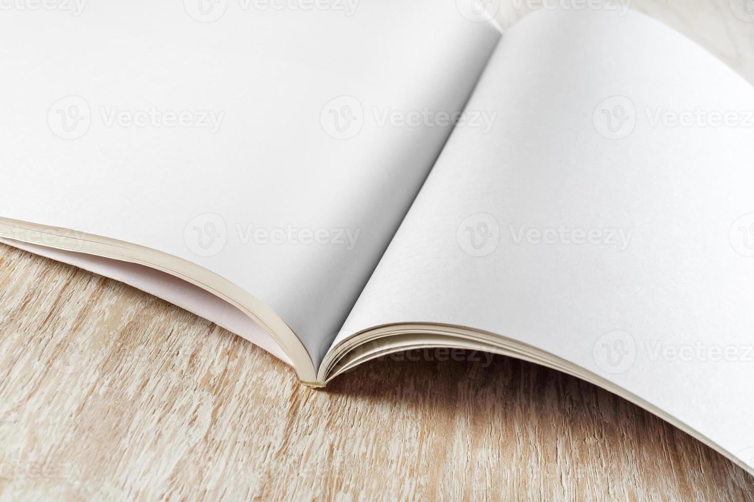 fragmento de folleto en blanco foto