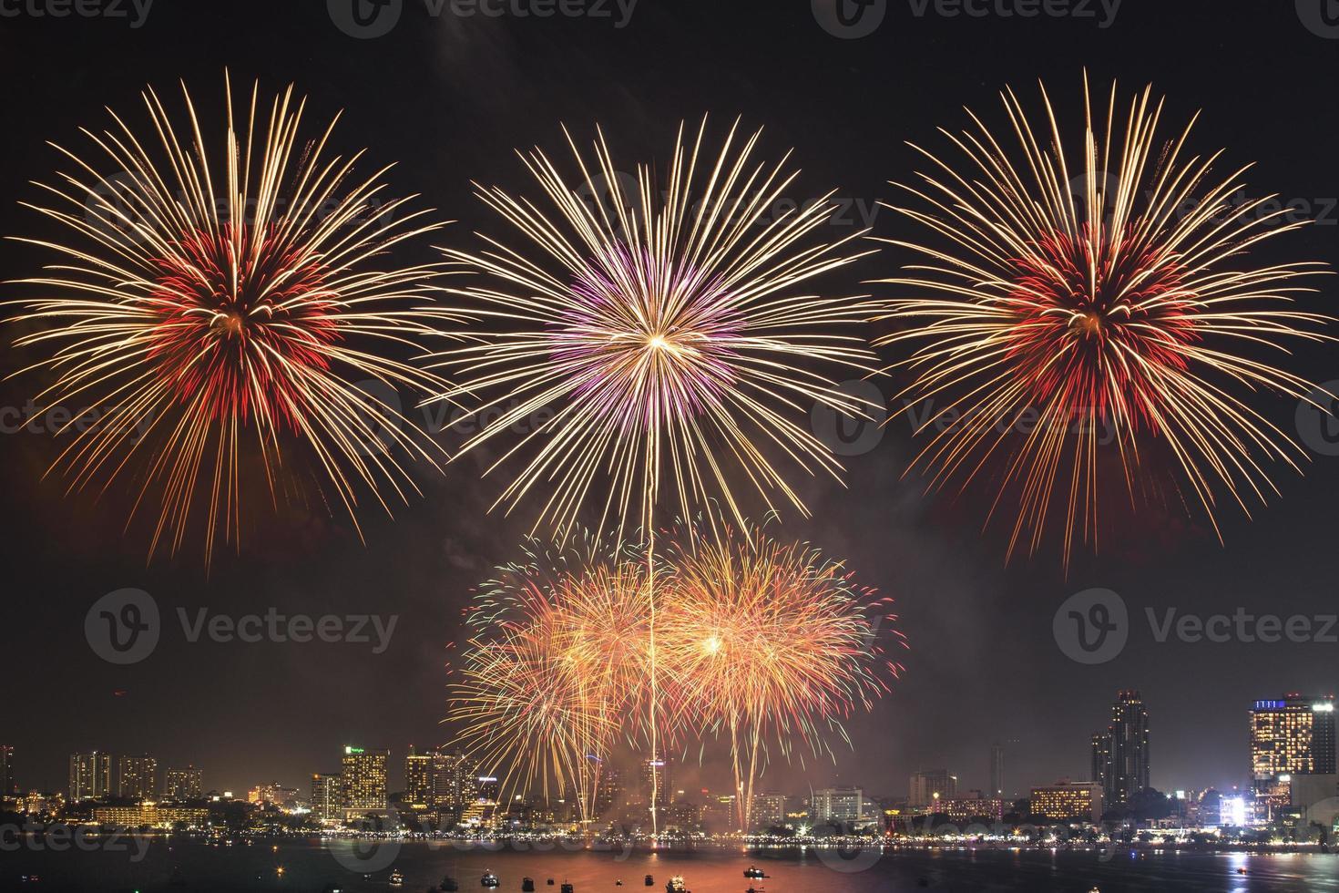 fuegos artificiales internacionales de pattaya foto