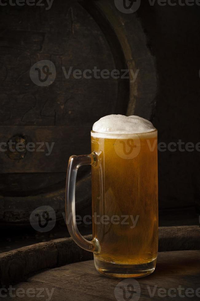 bodegón con un barril de cerveza foto