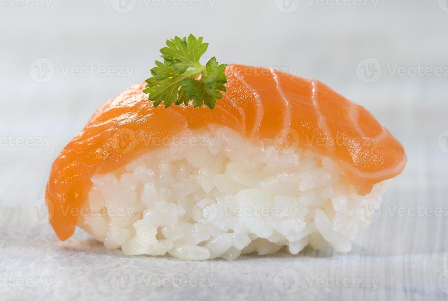 sushi de salmón atlántico fresco foto