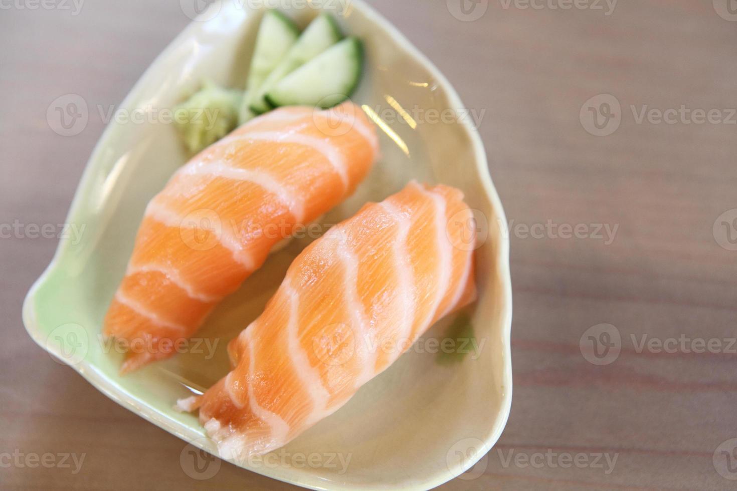 sushi de salmón foto