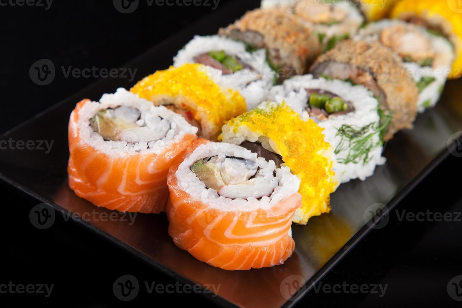 conjunto de sushi japonés mariscos foto