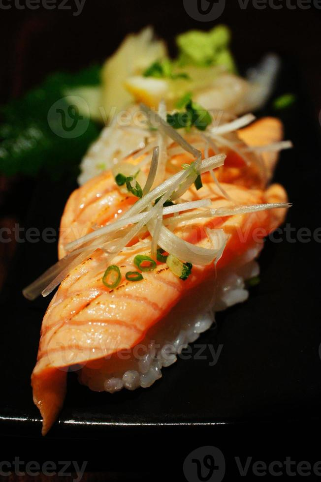 salmón sushi foto
