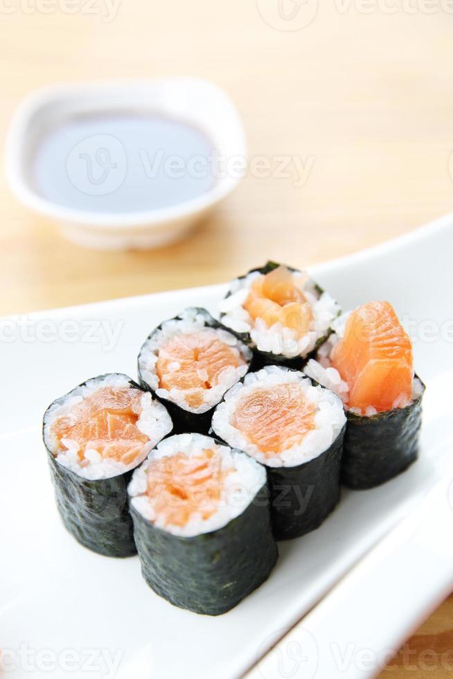 conjunto de sushi de salmón foto