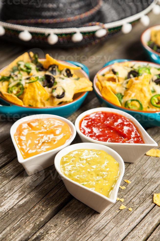 nachos con queso derretido foto