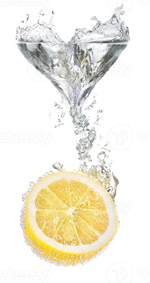 limones y agua foto