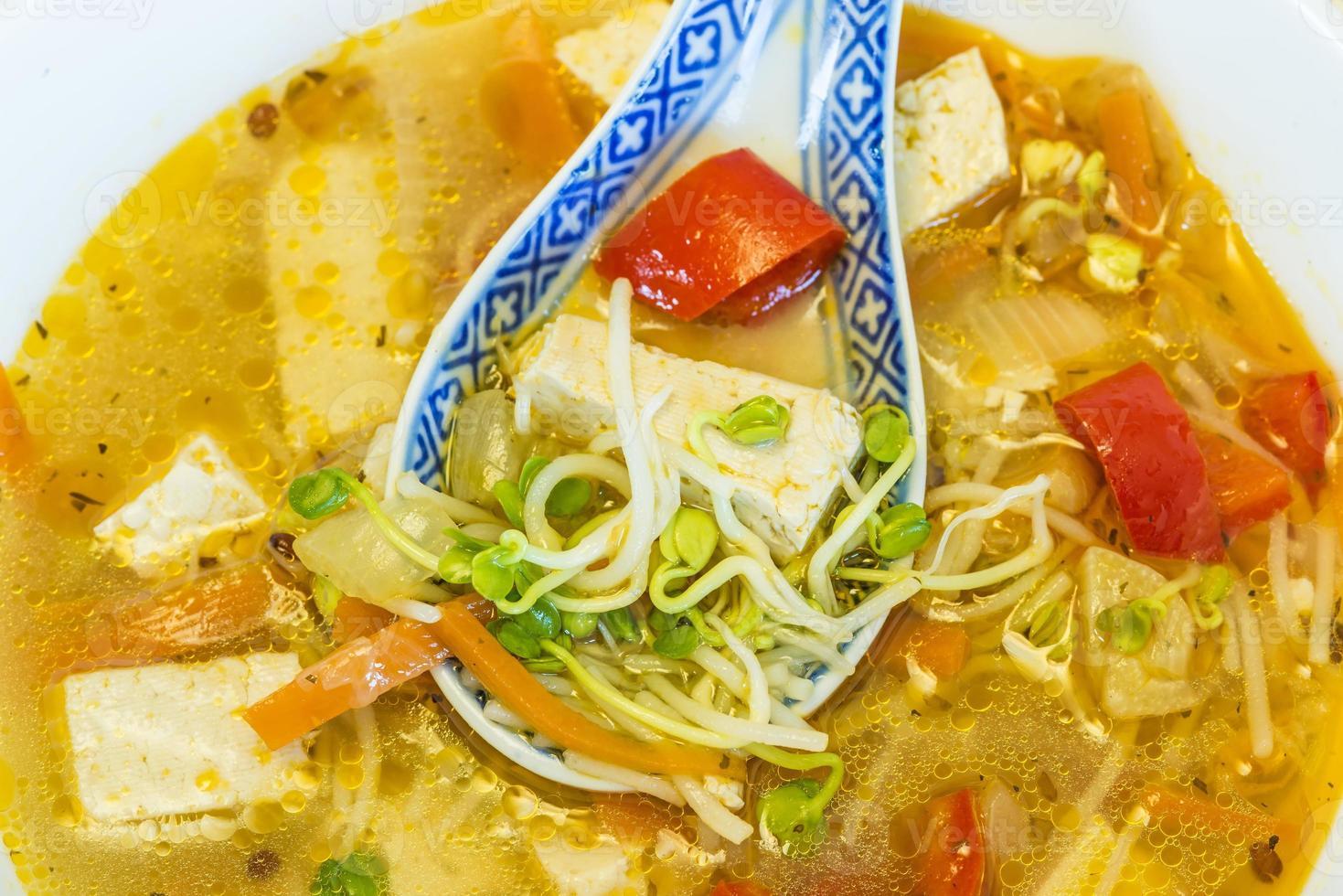 sopa china con tofu foto