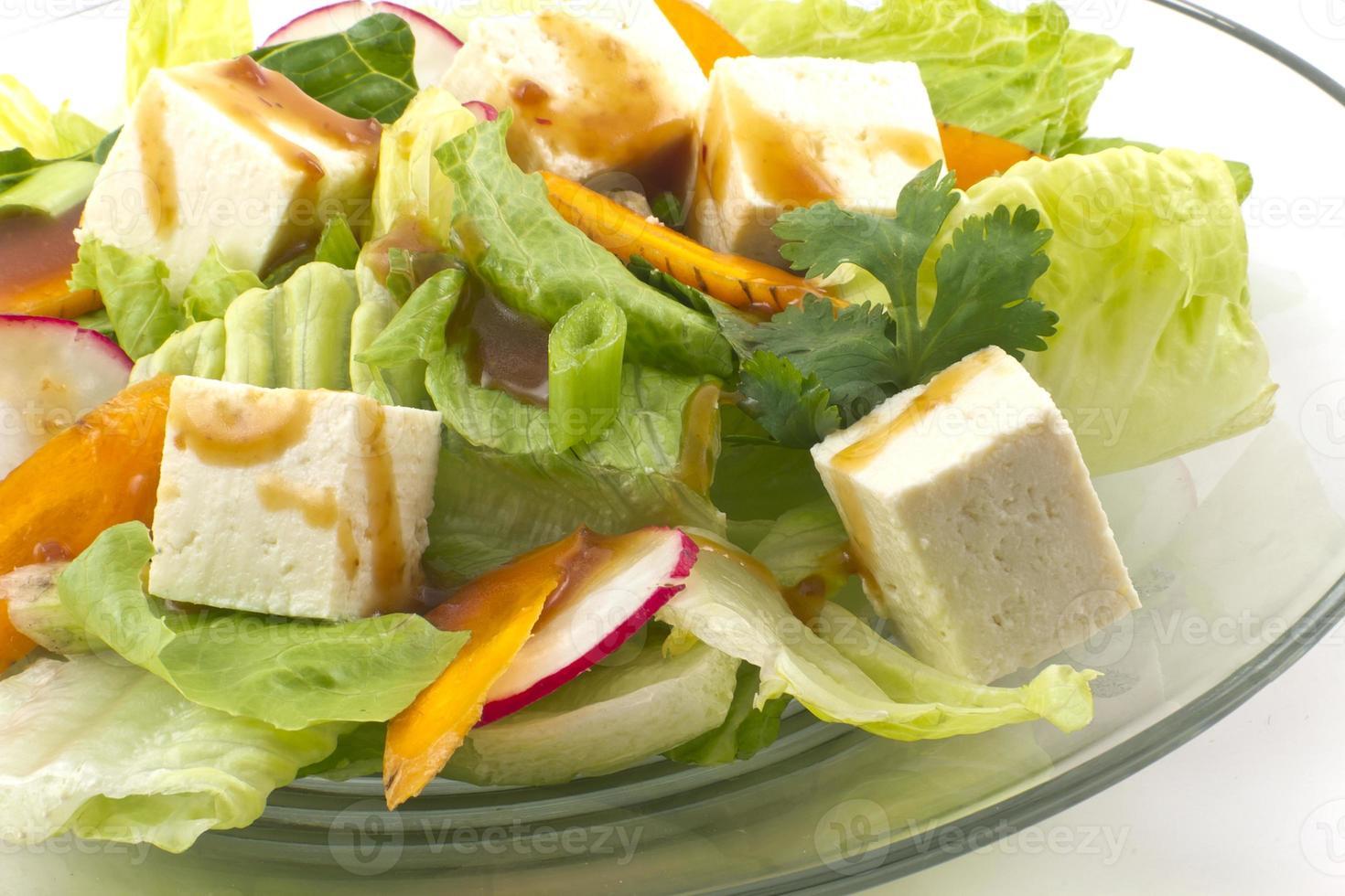 ensalada de tofu con aderezo de sésamo foto