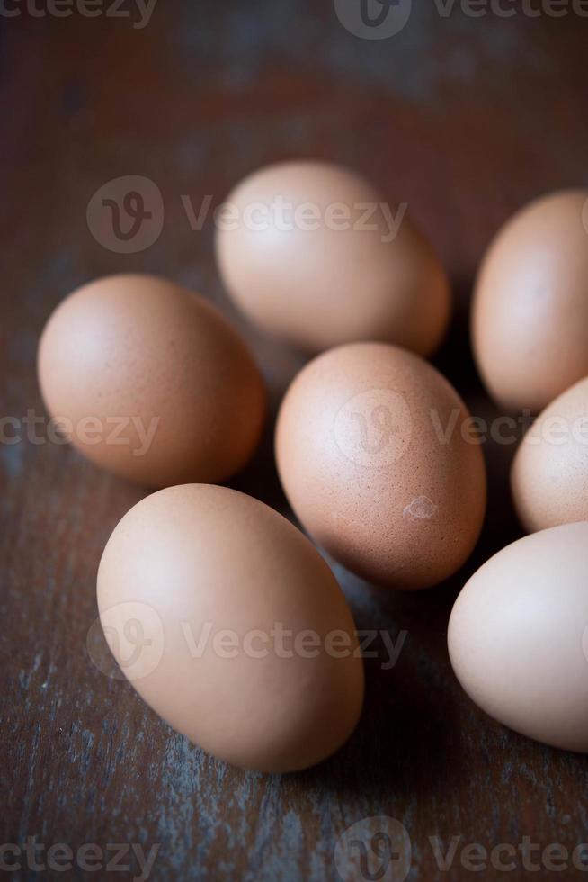 huevo sobre fondos de madera foto