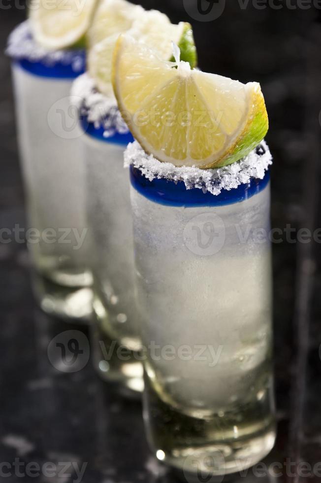 tres tragos de tequila foto