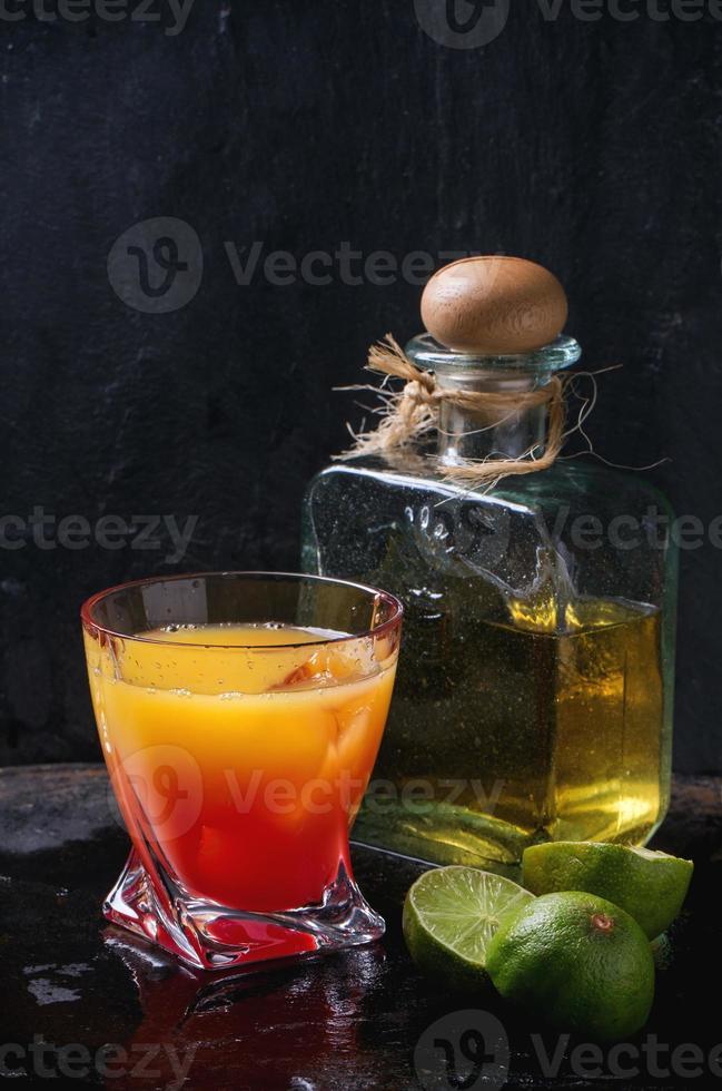 cóctel tequila sunrise foto