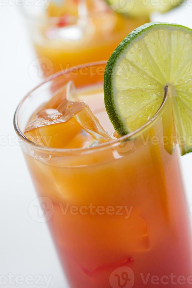 cócteles de tequila sunrise foto