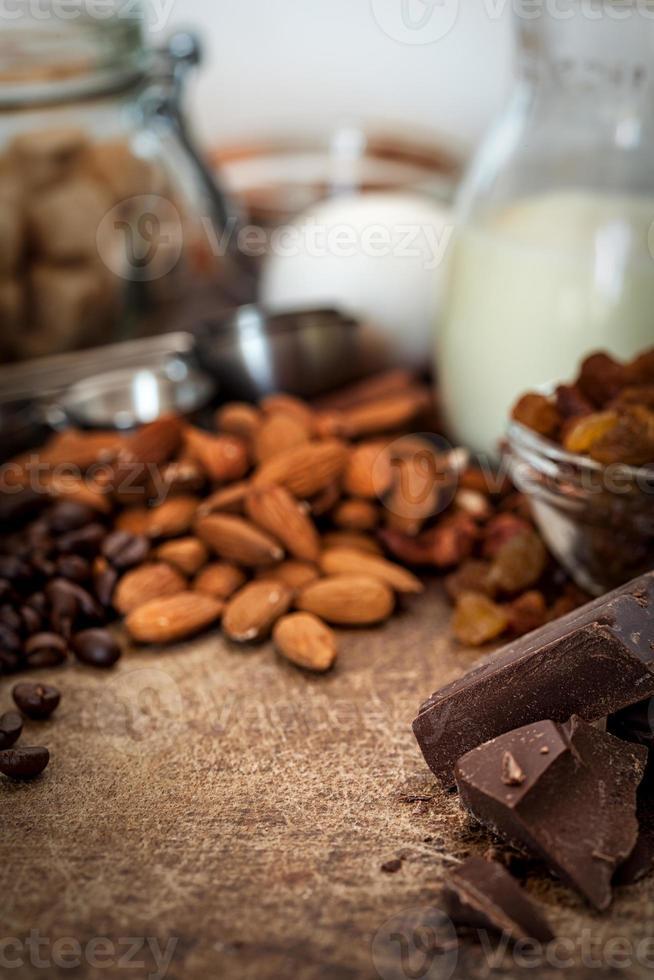 hornear pastel de chocolate - ingredientes de la receta foto