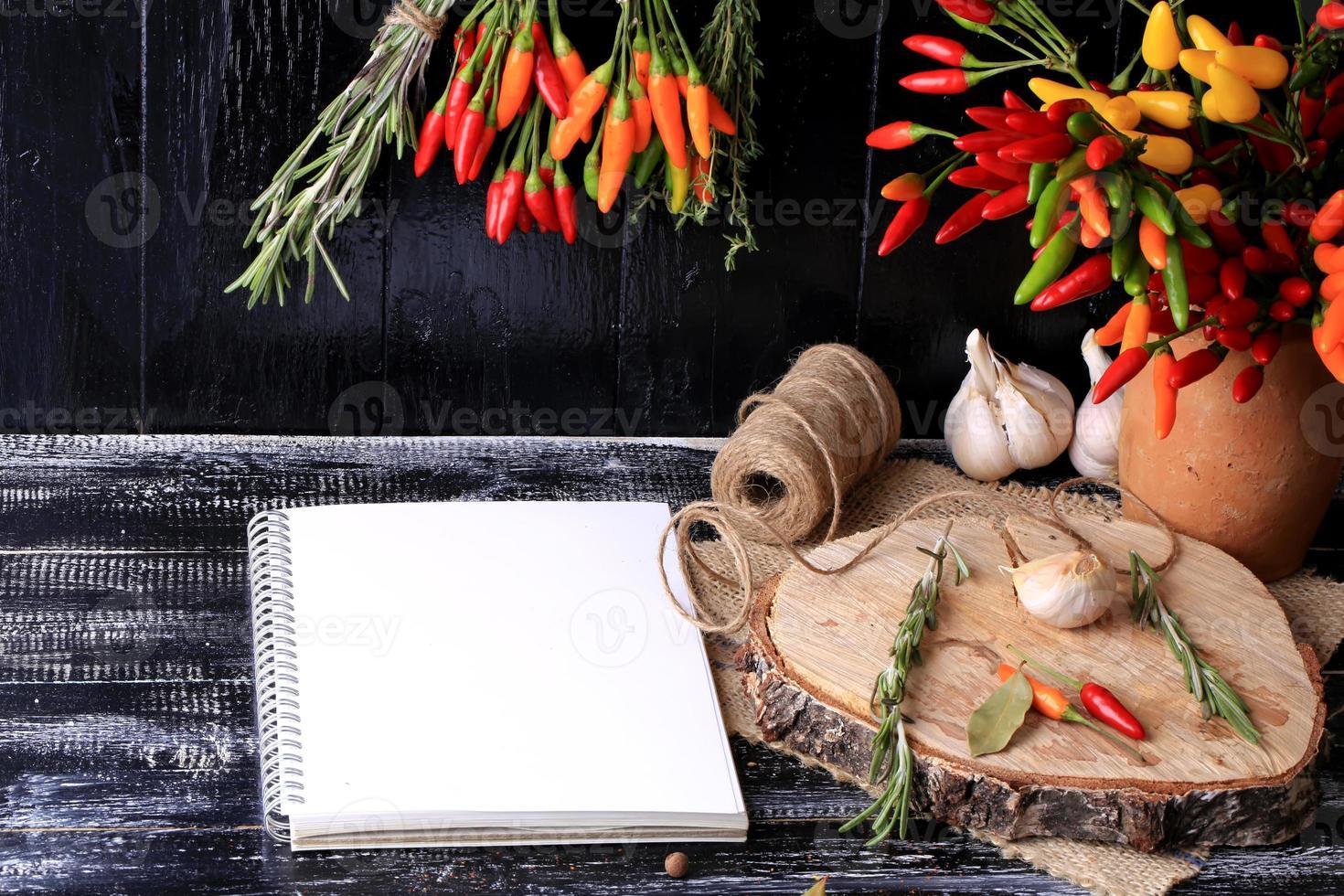 cuaderno de especias y hierbas para recetas foto