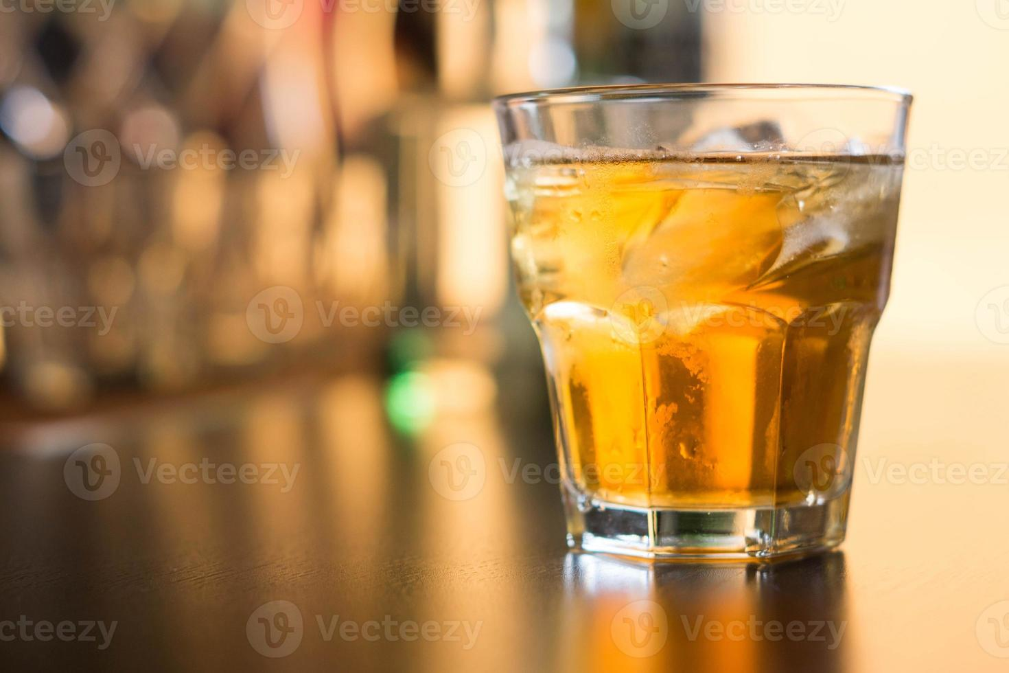 vaso de whisky escocés foto