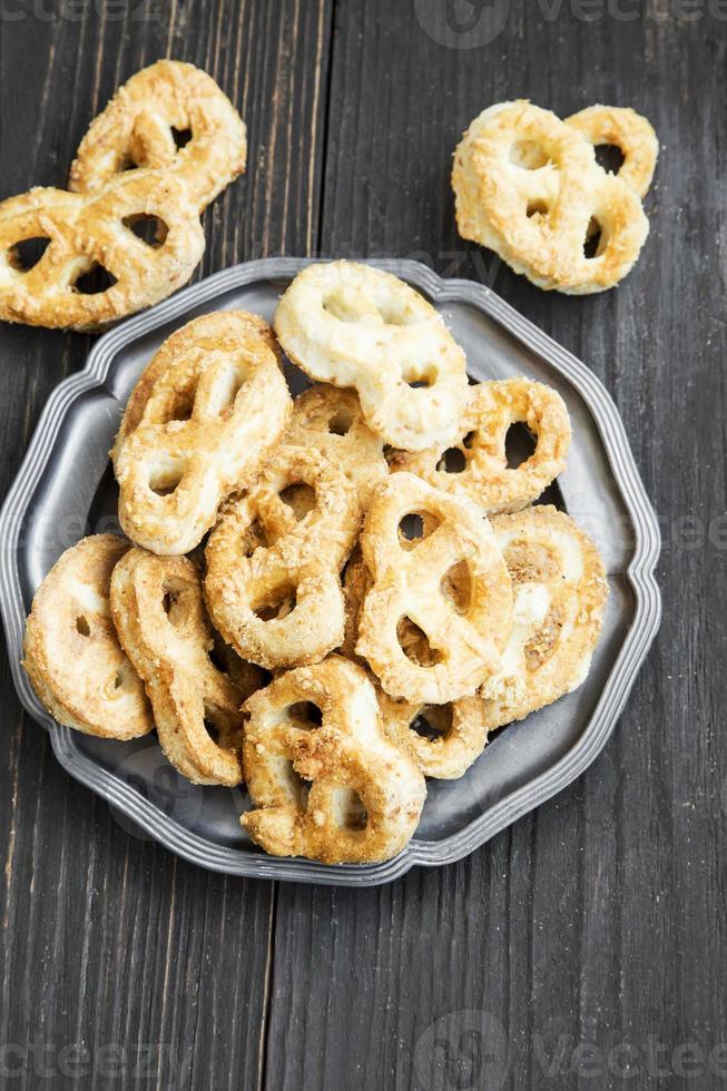 pretzels de queso salado foto