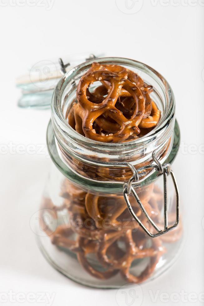 pretzels en un frasco foto