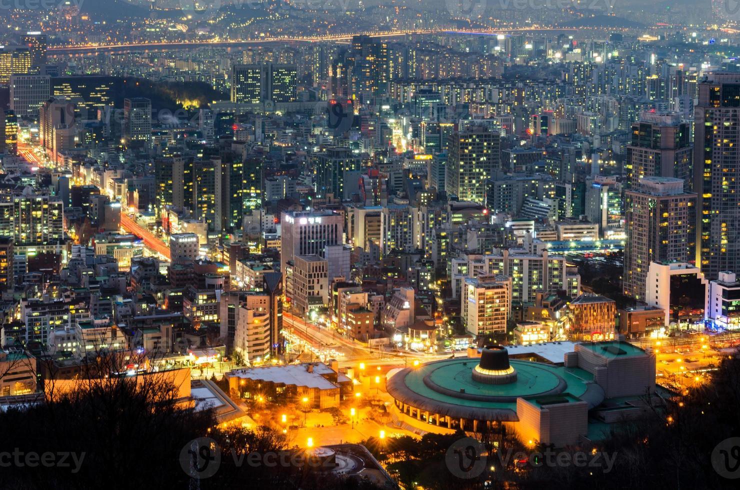Seúl en la noche, el horizonte de la ciudad de Corea del Sur foto