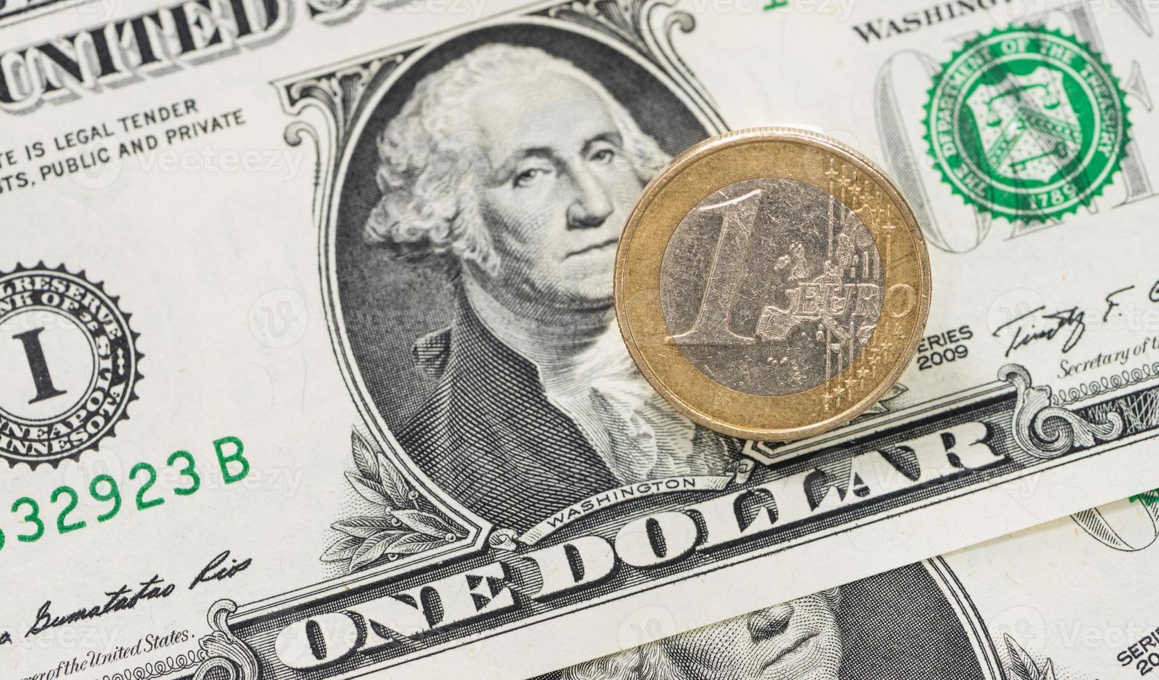 dinero europeo y estadounidense foto