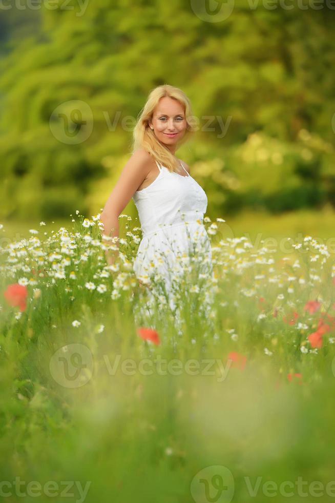 hermosa mujer embarazada foto