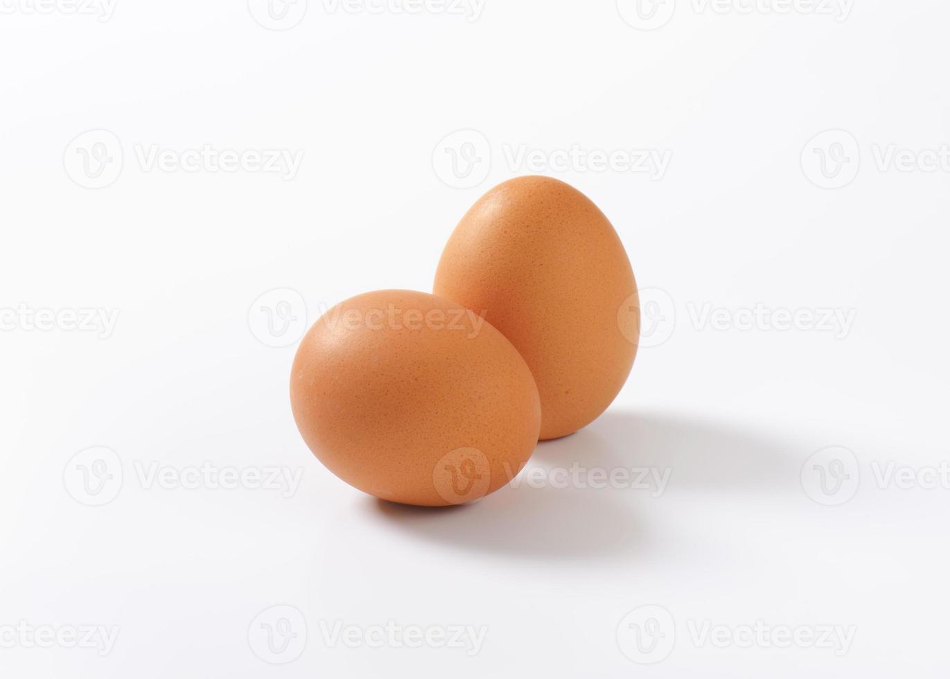 huevos marrones foto